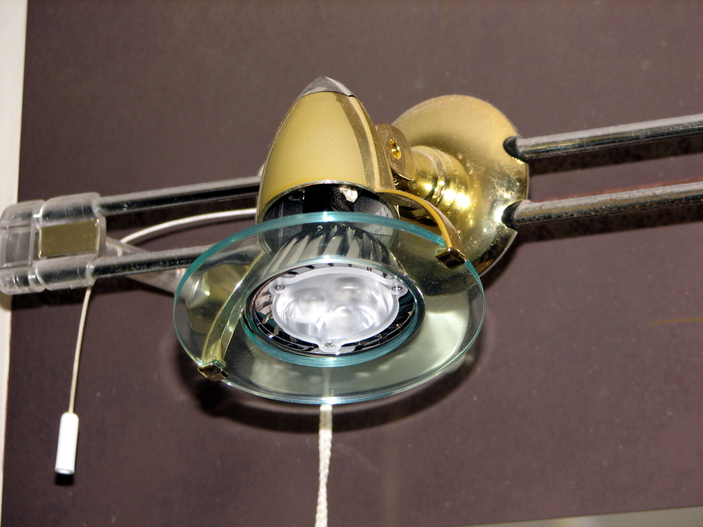 Ledspots vervangen halogeenspots in badkamer - Energiebesparing| OliNo