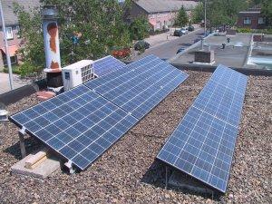 Tres paneles solares grandes en el lado Norte de mi casa