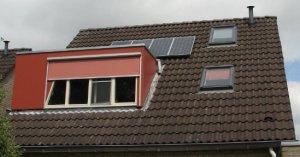 Een overzichtsfoto van de 4 panelen op het dak
