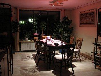 Plaatje van kamer onder halogeenlicht
