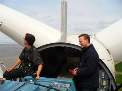 Bovenin een windturbine
