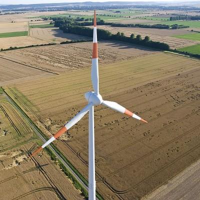 Een zeldzaam aanzicht: een windturbine van bovenaf gezien