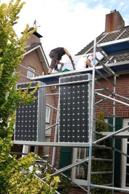 Daar gaan de Sharp panelen het dak op