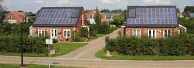 De vakantiehuizen zijn voorzien van PV panelen en een zonnecollector