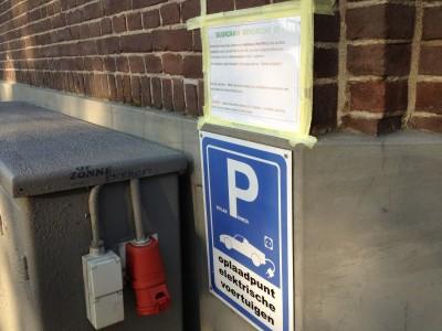 Oplaadpunt voor fietsen en auto's waar je gratis gebruik van mag maken bij particulier in het centrum van Dordrecht.
