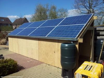 zonnepanelen op schuurtje