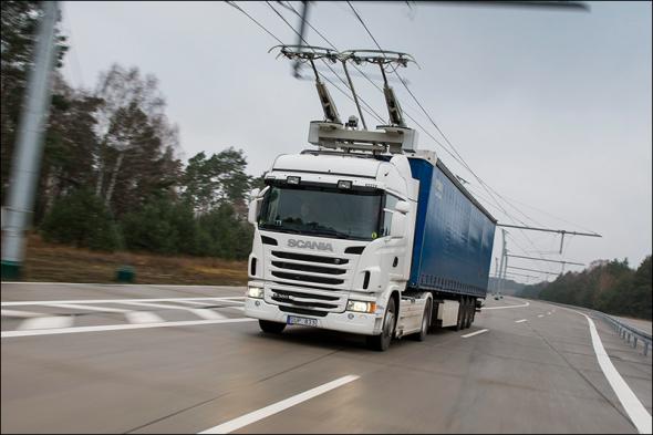 Om lange afstanden te overbruggen voor elektrische vrachtwagens, kan er gebruik worden gemaakt van bovenleidingen, net als bij trolleybussen.
