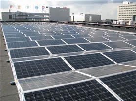 Zonnestroom wordt steeds voordeliger. Met oost west opstelling en steeds efficiëntere panelen steeds hogere productie per M2