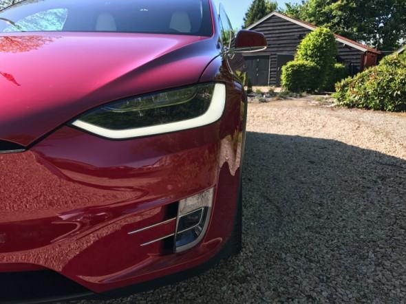 Uiterlijk voorkant Tesla model X