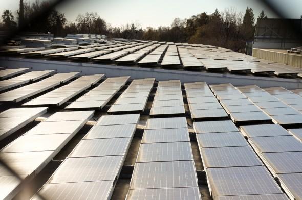 Met voldoende financiele middelen, is het mogelijk om heel je dak vol te leggen met zonnepanelen.