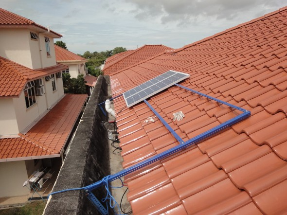Soms heb je te weinig spaargeld om het dak vol te leggen met zonnepanelen, dan kan een lening een uitkomst bieden.